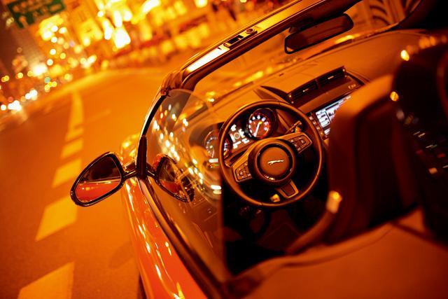 夜幕下的 躁动 捷豹f type敞篷跑车高清图片