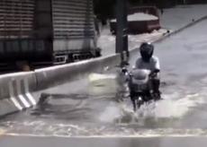 摩托车水中前行有妙招