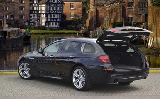 几天前,奔驰刚刚发布了CLS Shooting Brake,抢先占据了豪华旅行车这一新兴的细分市场