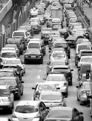 沈阳机动车保有量107万辆■资料图片