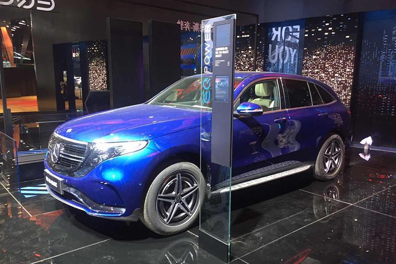 车展探营:续航450km+ 北京奔驰EQC纯电动SUV