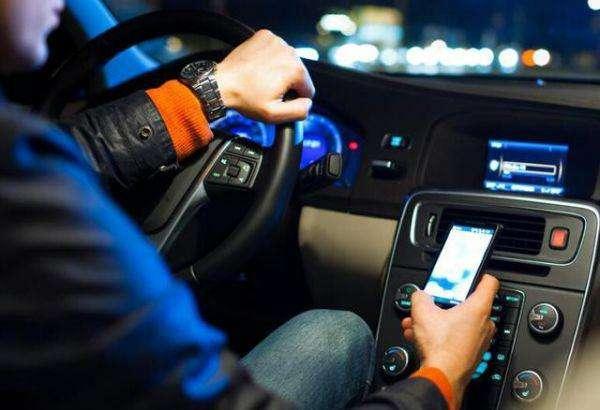 开车打电话要扣分 为啥开车刷微信只罚款