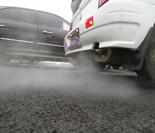 汽车发动机产生的一氧化碳、汽油气味,均会使车厢内的空气质量下降