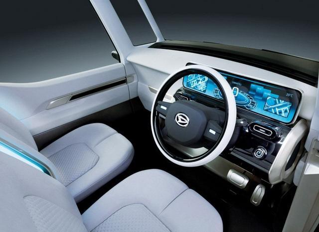 门把手,车内座椅中央等处采用的浅蓝色led光源,以及虚拟后视镜,大尺寸