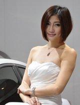 美女车模白裙飘飘