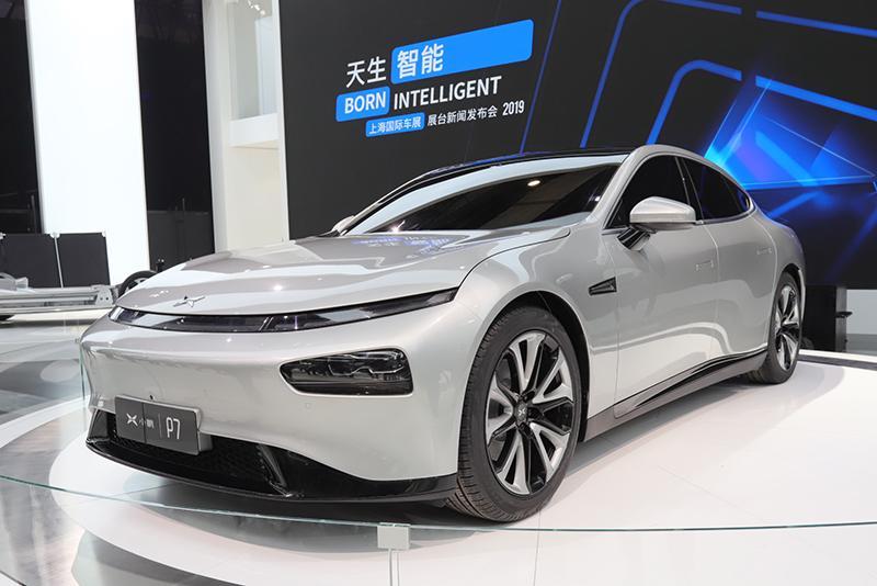 车展探营:运动化纯电中型车 小鹏汽车P7实车