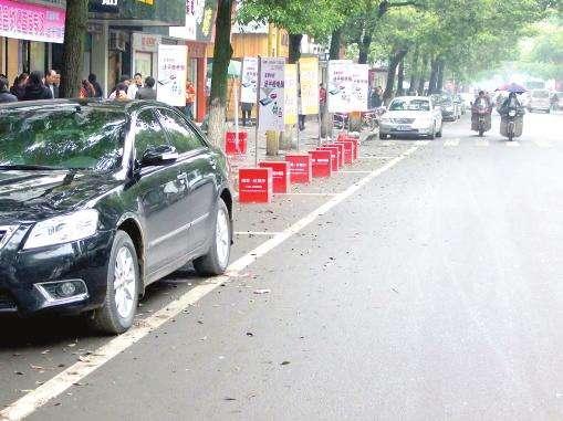 遭遇到车多车位少 教你如何快速找到停车位