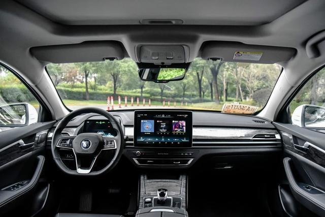 城市代步首选 实惠家用纯电动轿车推荐