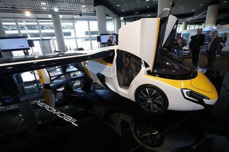 飞行汽车亮相 售价100万美元 预计2020年交付