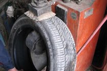 轮胎有内伤或轮胎帘布层有气泡导致爆胎