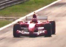 小伙体验F1车手日常训练