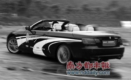 宝马335i Cabriolet开篷后的迷人摩登身段绝对能让人印象深刻。