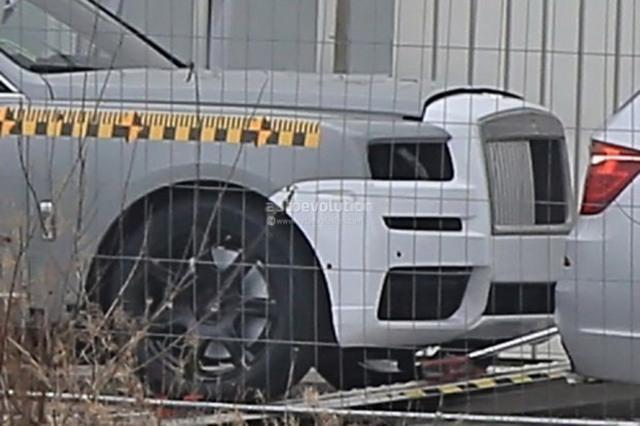 劳斯莱斯首款SUV最新谍照 延续一向威严感