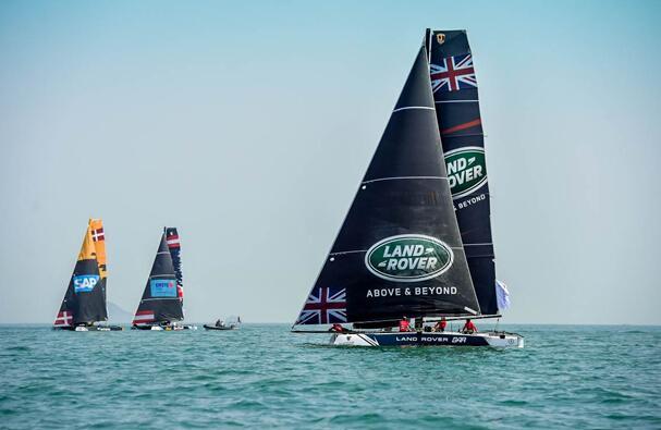 2016年是国际极限帆船系列赛连续举办的第十年,也是与其独家汽车赞助商——路虎连续合作的第四年。本赛季采用了全新赛制——对抗赛与短距离、上下风折返跑场地赛相结合,速度比拼的同时展现船手们高超的船技。区别于以往的帆船赛事,从本赛季的首站开始,所有参赛船队全部启用海上飞行小能手——超速GC32水翼双体船进行比赛,船员在驾驶时的极限速度可达40节(约73公里/小时),船只从海面跃起腾空,逆风飞翔,尽显极限帆船运动中的速度与激情。