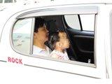 成人抱孩子坐车是否安全?