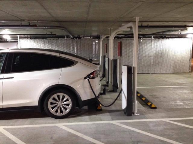 外媒实地测评特斯拉城市充电桩 电量输出稳定