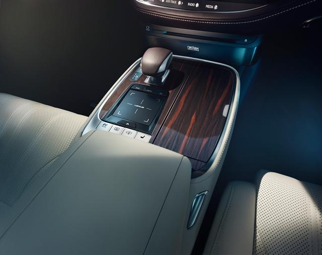 曝雷克萨斯新LS 500h预告图 竞争宝马740e