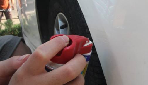 避免小划伤大治疗 指甲油真的能补漆
