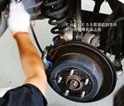 正在拆除旧的刹车油管