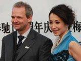 梅赛德斯-奔驰品牌战略部总监与著名歌手汤灿