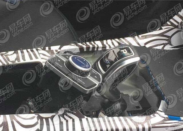 帝豪GL PHEV车型内饰谍照 换全新电子挡杆