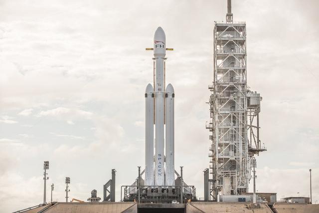 特斯拉Roadster将乘SpaceX火箭 成首辆进入太空的EV