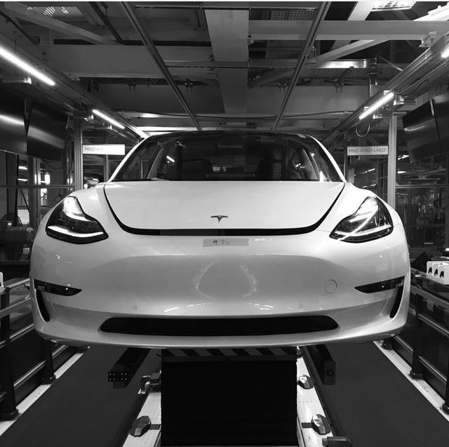打通早期制造瓶颈 特斯拉加大量产Model 3