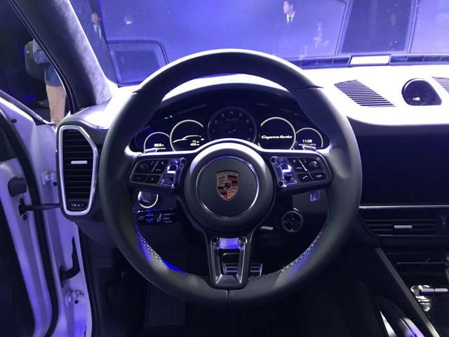 保时捷全新一代Cayenne展台亮相 车展上市