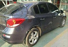 修车店老板告诉你 他的车满身刮痕却不处理的原因