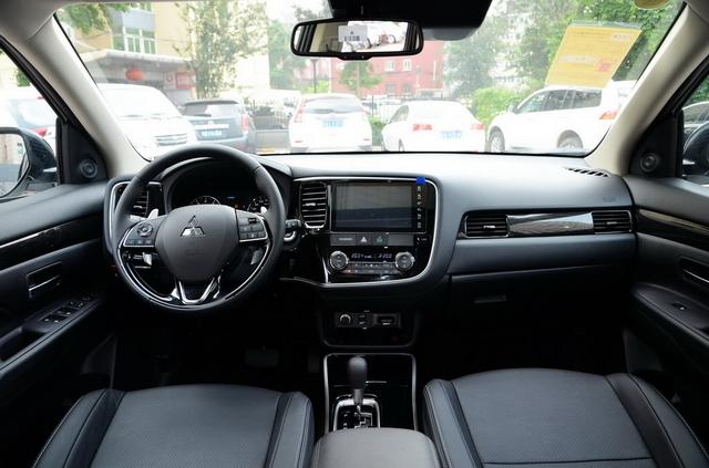 SUV界的时尚硬汉 新款三菱欧蓝德的实车图