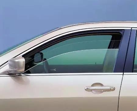 玻璃水只会用来洗车窗?这3点老司机都不知道