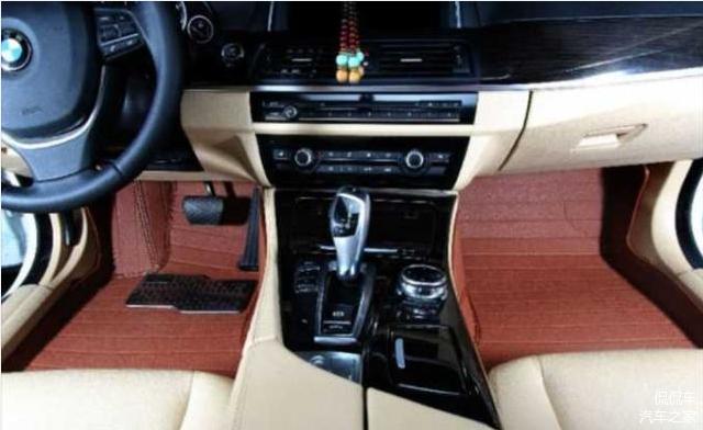 使用汽车脚垫时 这4个误区要避免 你学会了吗