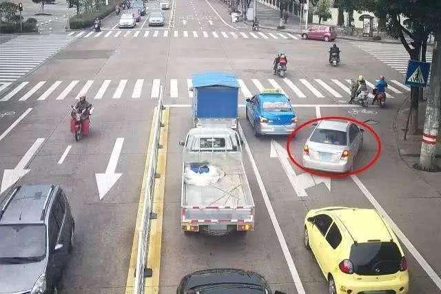 前车出故障了 后车实线变道会被扣分 很多车主都还不知道