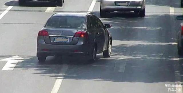 前车故障停车 后车实线变道到底算不算违规