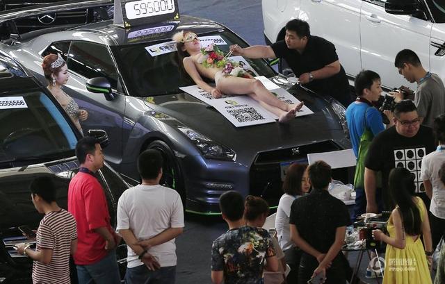 《每日猜车》第752期:车展人体寿司宴