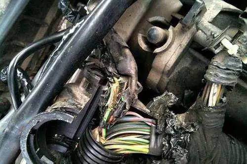 又一汽车在行驶中自燃 如何防患于未然