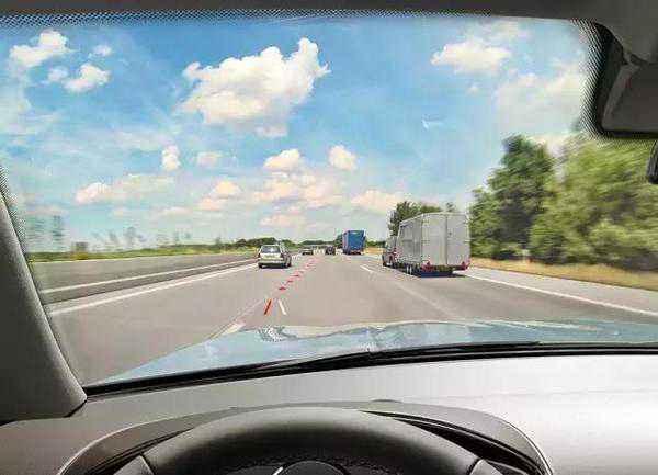 高速公路上的4点行车禁忌 新手司机请注意