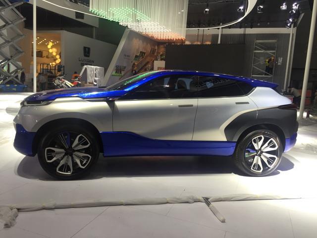 斯威EROE概念车展台亮相  造型更显科幻