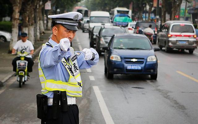在中国开车的三大乱象 你习惯了吗?
