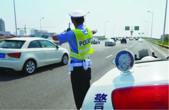 交警最喜欢查的4种车 开着上路就得有心理准备 就盯着你呢