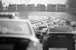 15城拥堵日耗成本10亿 车业向幸福对立面?