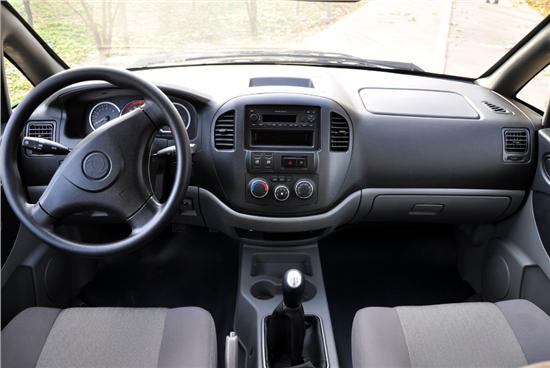 不回正方向盘有三大危害 驾驶常识需知