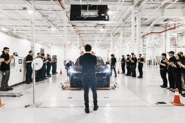 FF91首台预量产车下线 贾跃亭感谢团队及供应商伙伴