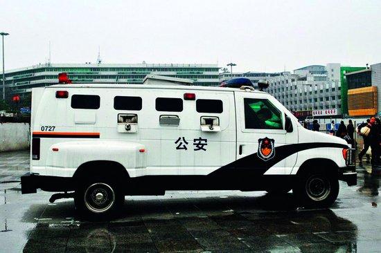 警车_0t警车犀利发话上海通用别克