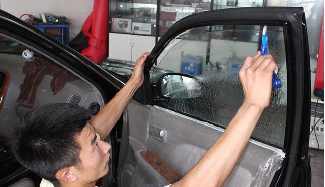 汽车玻璃上太阳膜起泡恐致癌 请立刻撕掉!