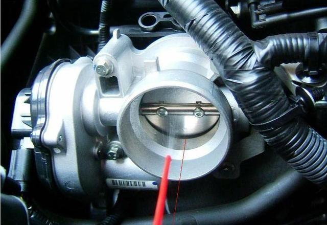 发动机怠速转速多少合适?与排量有关系吗?