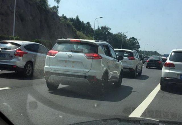 海马郑州S3全新小型SUV实车再曝 前脸夸张