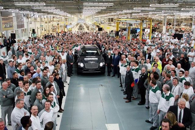 宾利添越SUV量产车正式下线 1月份交付用户