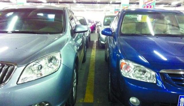 你剐蹭了我还一笑而过 有你这样停车的吗