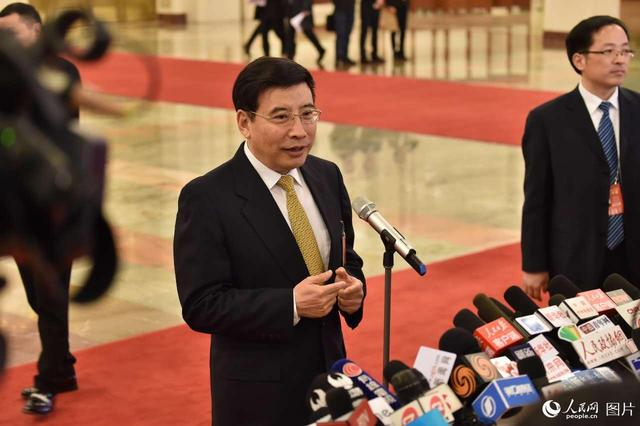"""工信部部长苗圩:对新能源汽车骗补行为""""零容忍"""""""